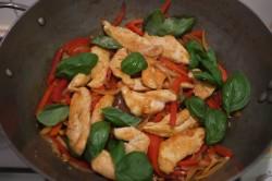 Recette sans gluten de poulet au basilic et poivrons