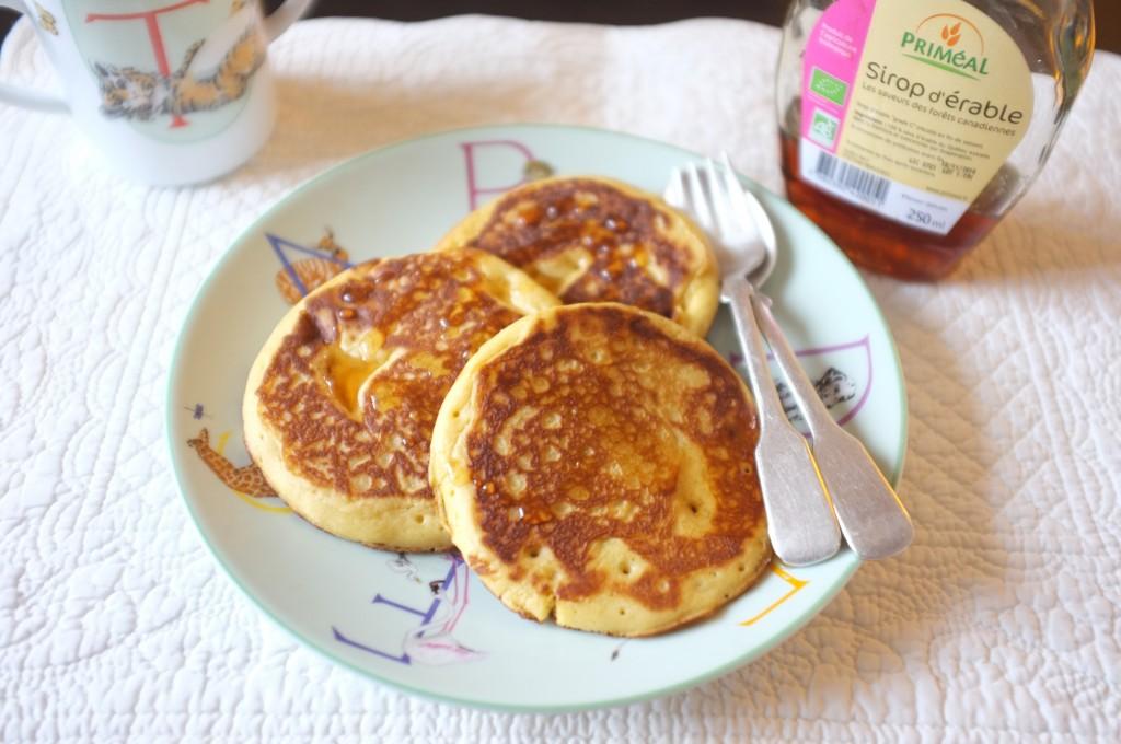 Les pancake express servi avec du sirop d'érable