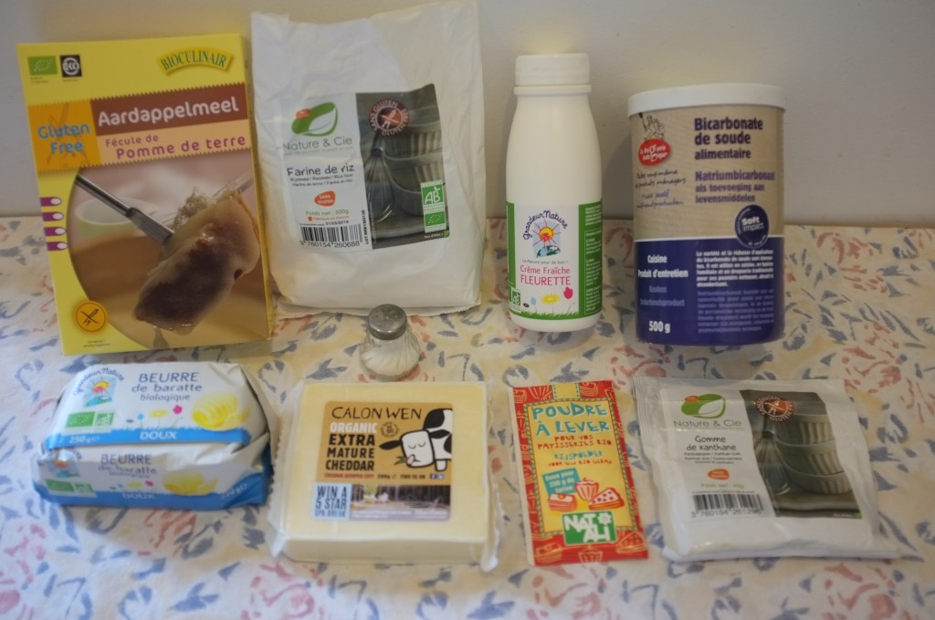 Ingrédients pour les crackers sans gluten au cheddar