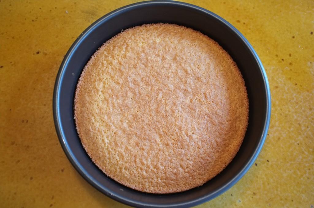 Le gâteau sans gluten à l'Amaretto, à la sortie du four