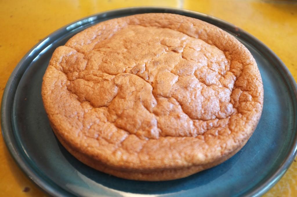 La génoise sans gluten prêtte à être recouverte de crème fouettée