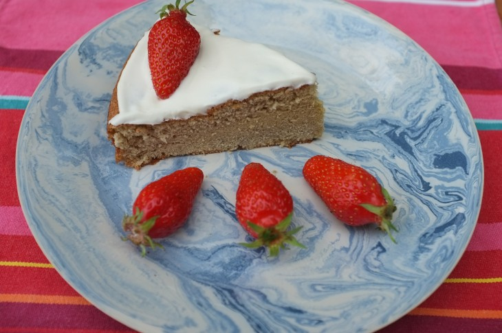 Recette de Génoise sans gluten à la crème fouettée et aux fraises