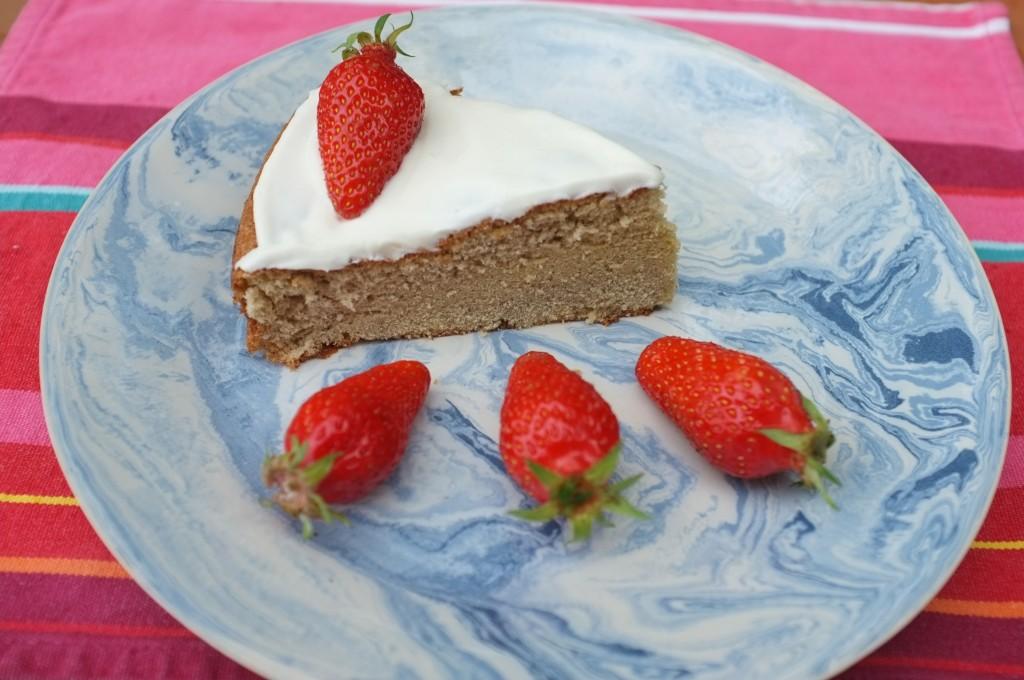 Génoise sans gluten à la crème fouettée et fraises