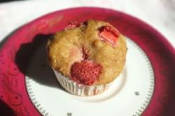 Recette sans gluten de muffins à la fraise et à la banane