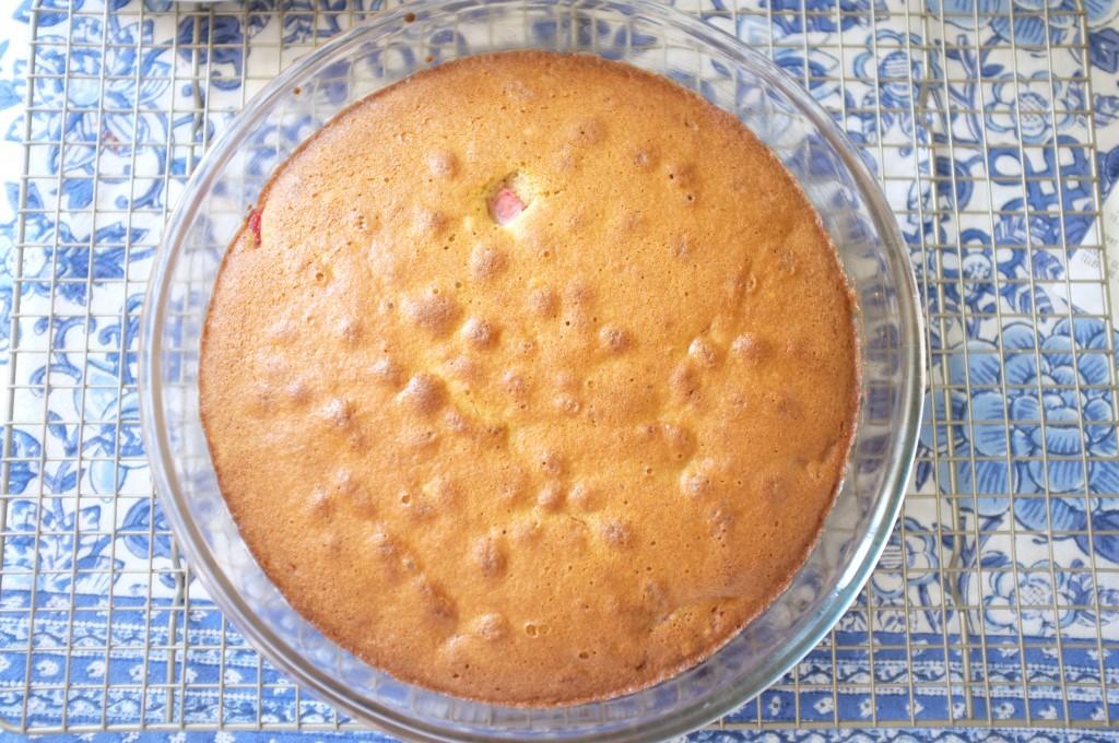 Le gâteau, juste sortie du four, repose 5 minutes dans sons moule avant d'être démoulé