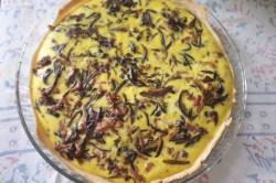 recette sans gluten de quiche aux oignons caramélisés, pancetta & câpres