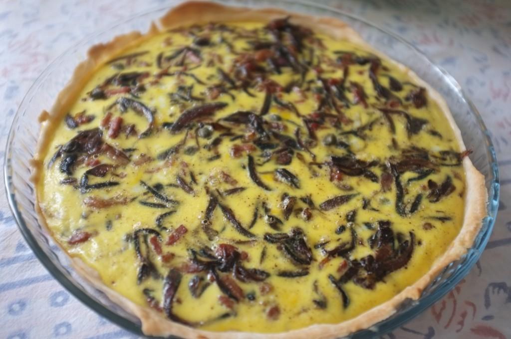 la quiche sans gluten aux oignons rouges, pancetta et câpres
