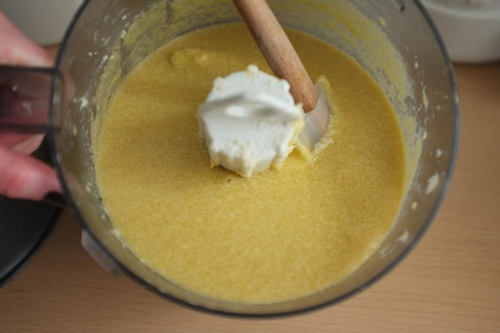La pâte est plutôt liquide et sent  déjà bon le citron