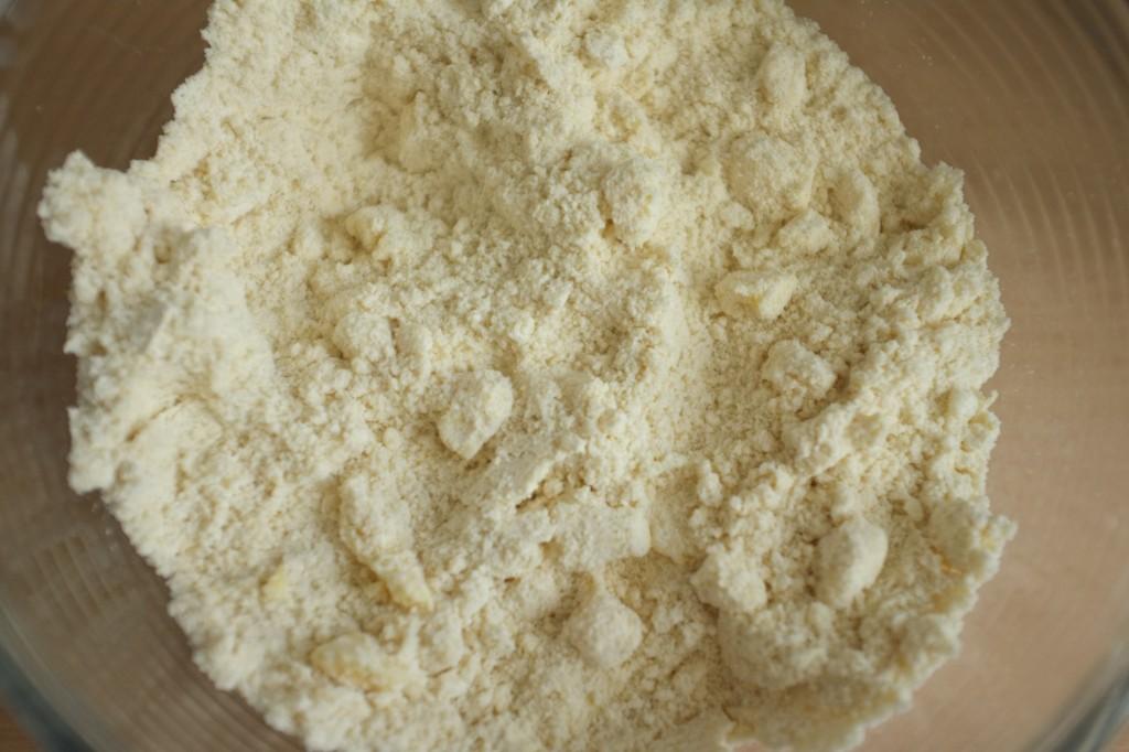 Les farines et le beurre froid forment la pâte sablée