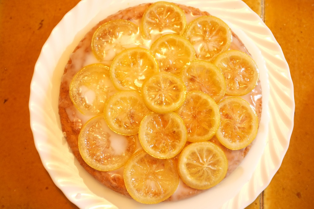 Le glaçage est alors recouvert des rondelles de citrons confits