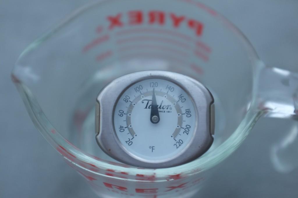 L'eau pour faire lever le levain doit être entre 41°-43° C , donc 115-120° en Fahrenheint