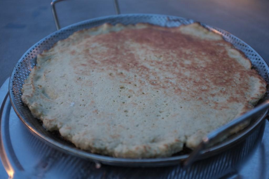 La pâte pré-cuite à la sortie du four. J'aurais du pivoter le moule en milieu de cuisson...