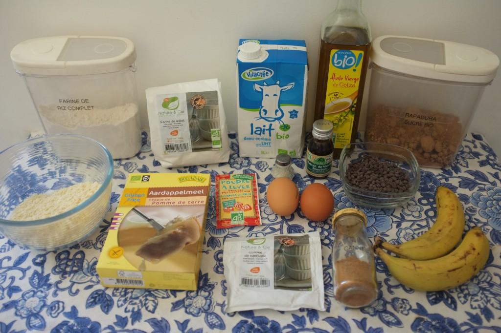 Les Ingrédients pour les muffins aux pépites de chocolat et à la banane