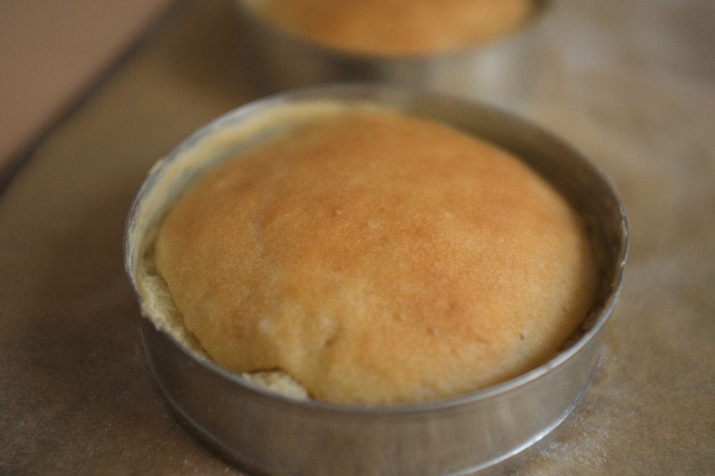 Les muffins à la sortie du four, tout dorés et gonflés