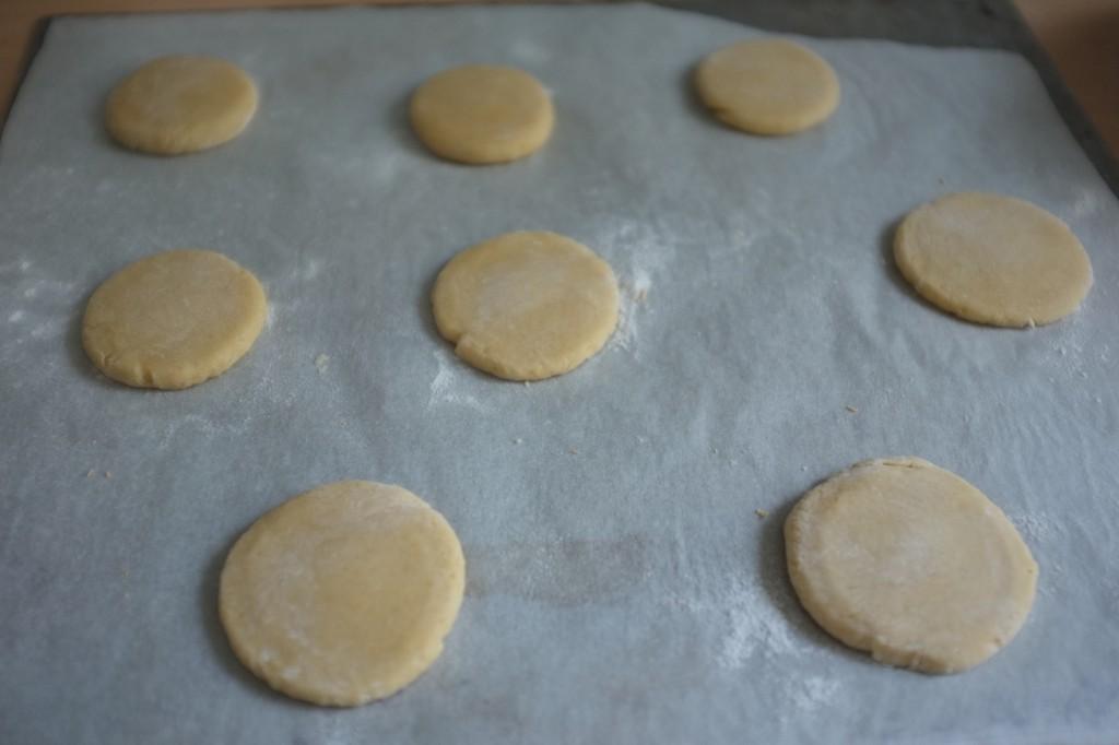 Les biscuits au sirop d'érable avant d'être enfournés