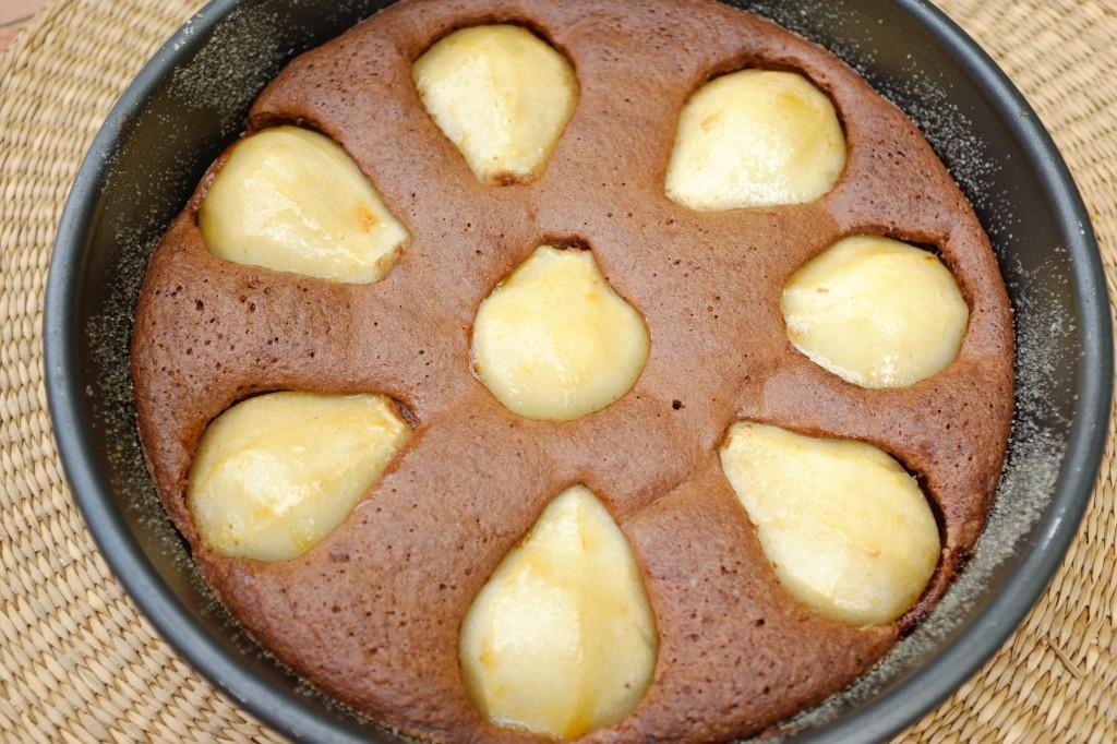 Le gâteau, une fois les poires glacées.
