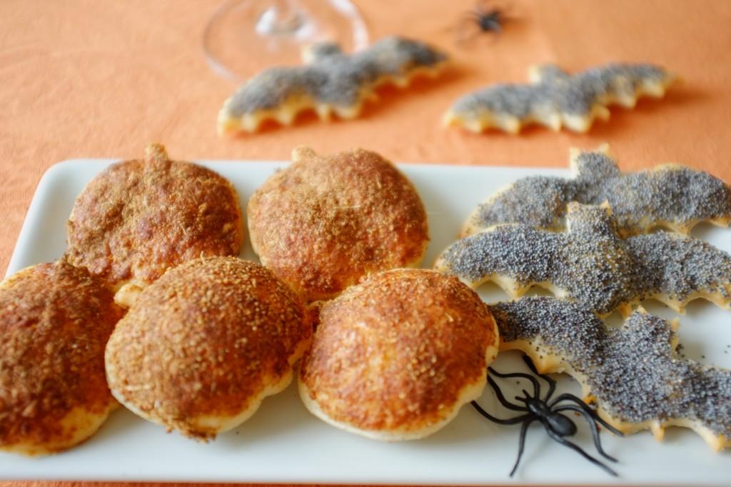 Citrouille au paprika et chauve-souris au graine de pavot pour un apéritif d'Halloween