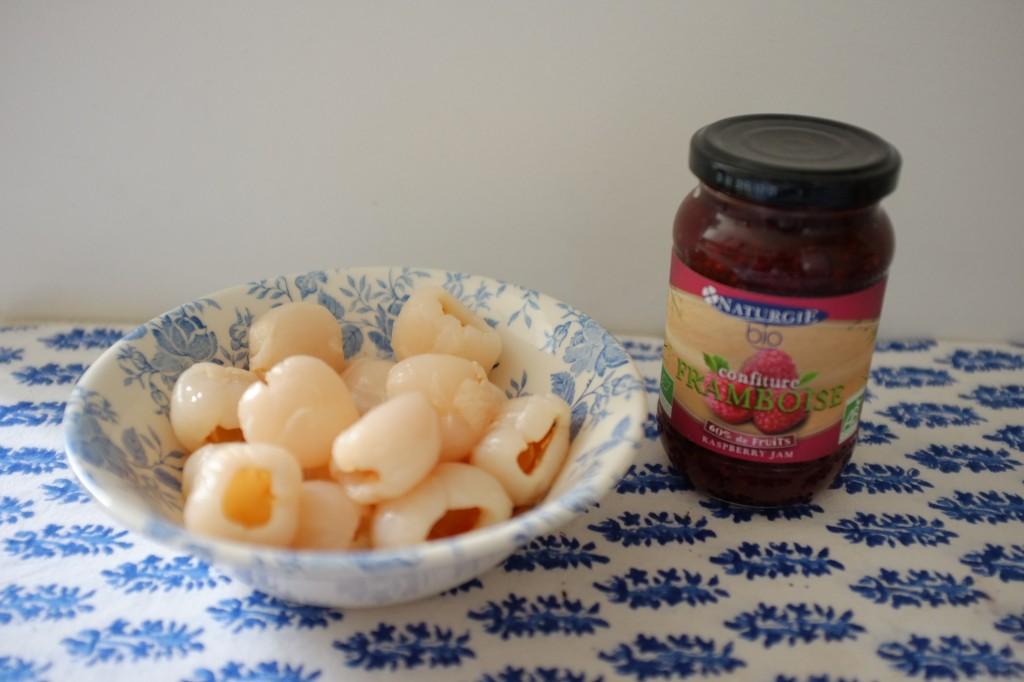 Les ingrédients pour le glaçage litchi-framboise