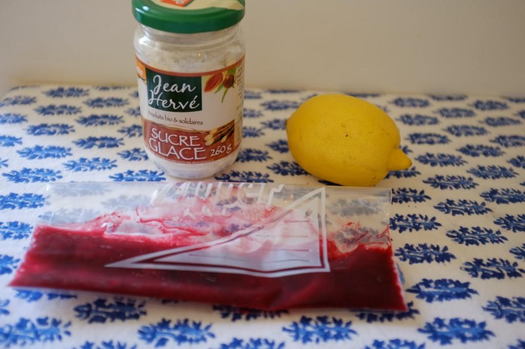 Ingrédients pour le glaçage coloré à la framboise