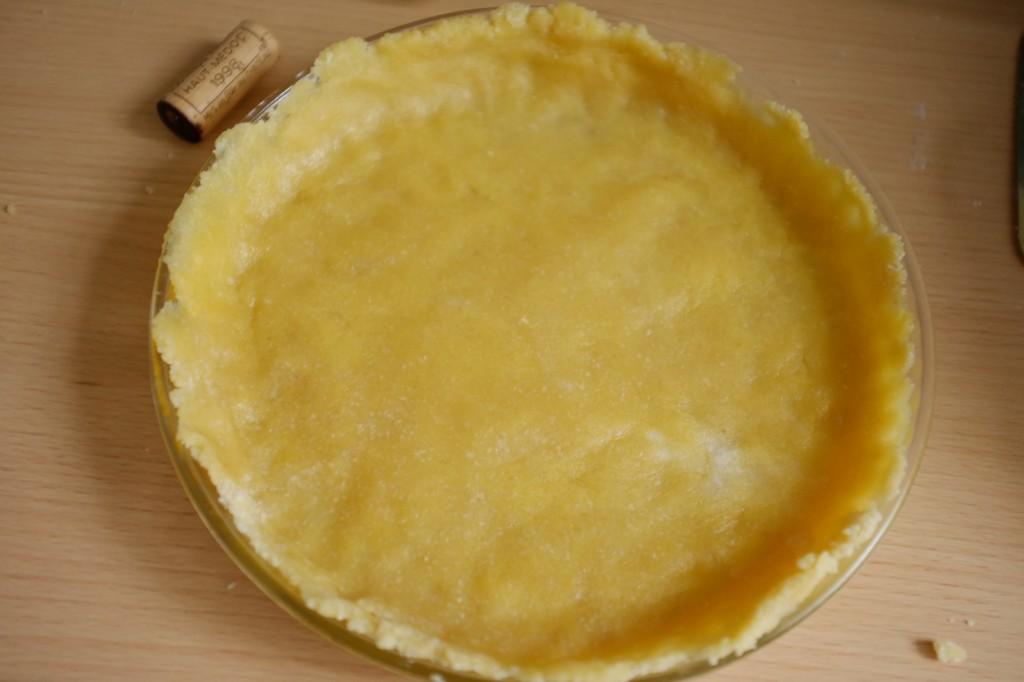 La pâte à tarte sans gluten avant d'être enfournée