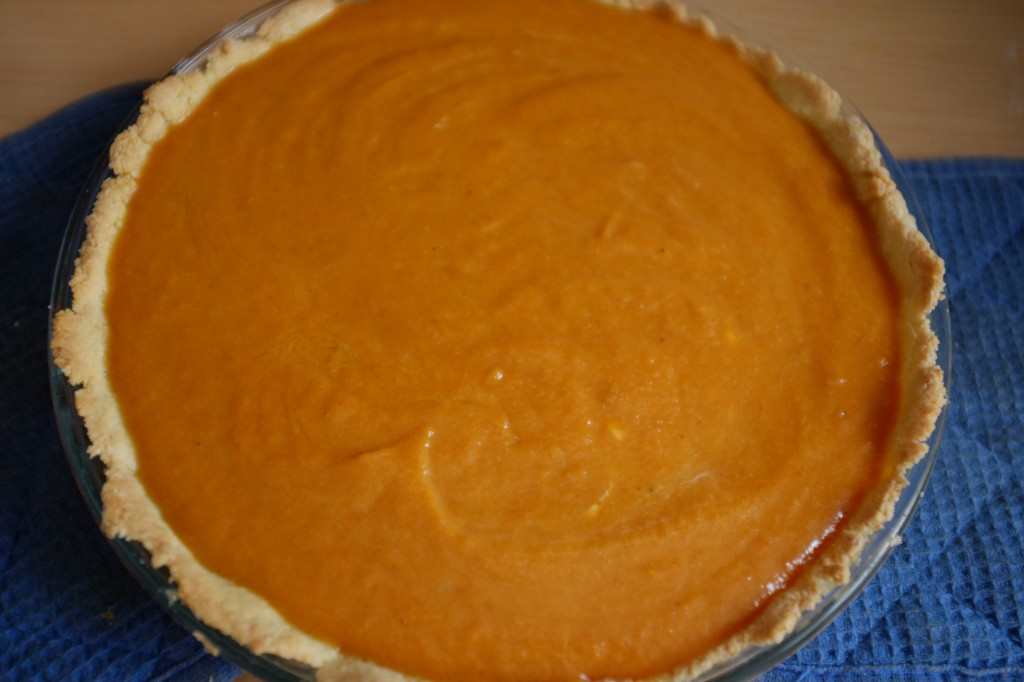 Après le cuisson du fond de tarte, la tarte avant d'être enfournée