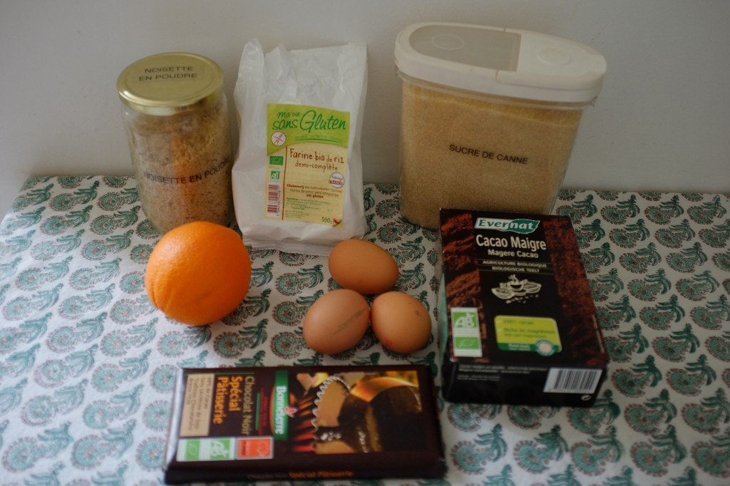 Les ingrédients sans gluten pour la tarte chocolat-noisette-orange