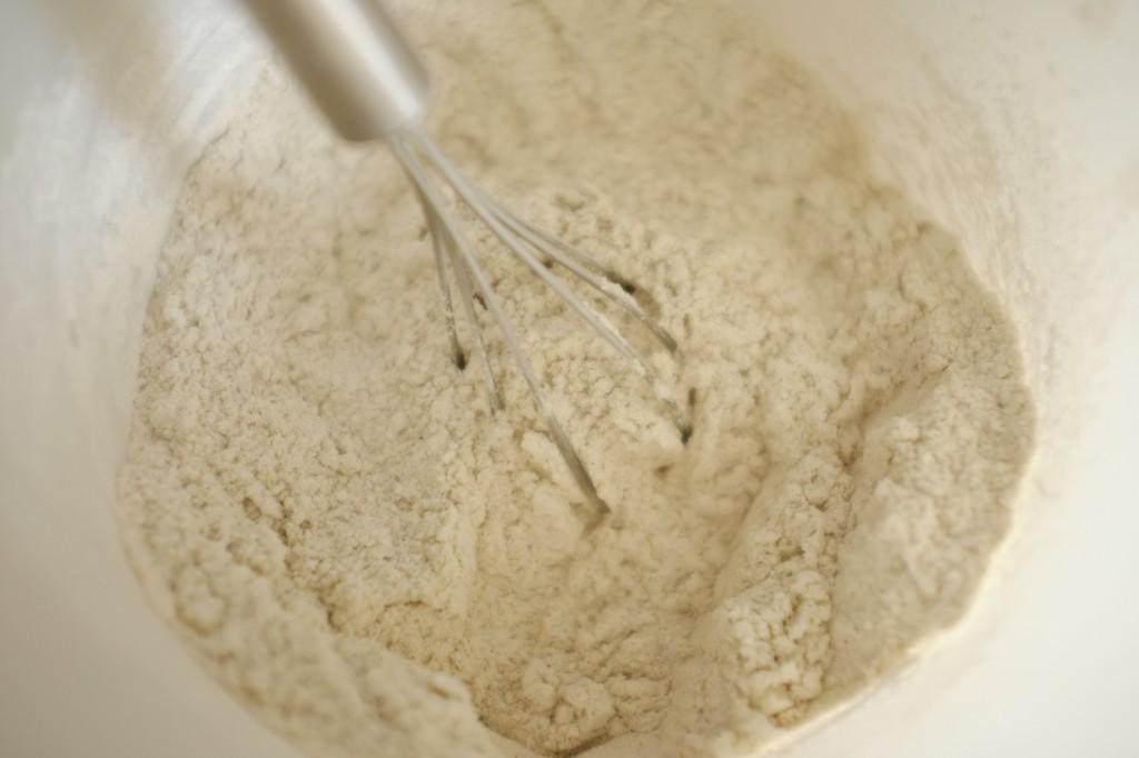 Il est vraiment important de toujours bien mélanger les farines, fécule et gomme sans gluten avant de les incorporer au reste de la recette