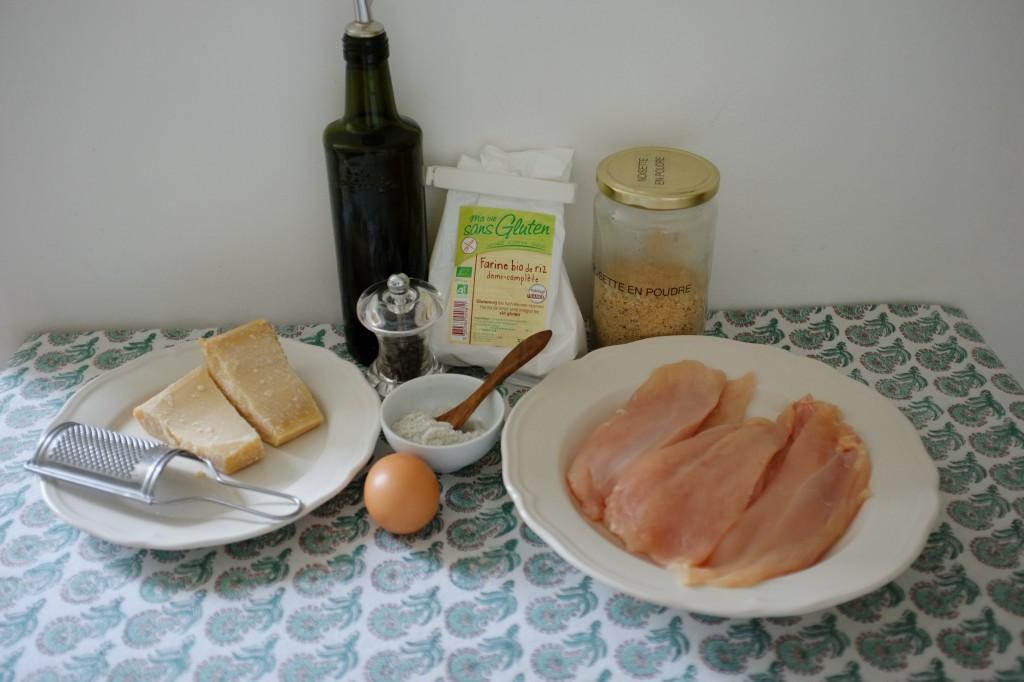 Les ingrédients sans gluten pour les escalopes de poulet au parmesan et à la noisette