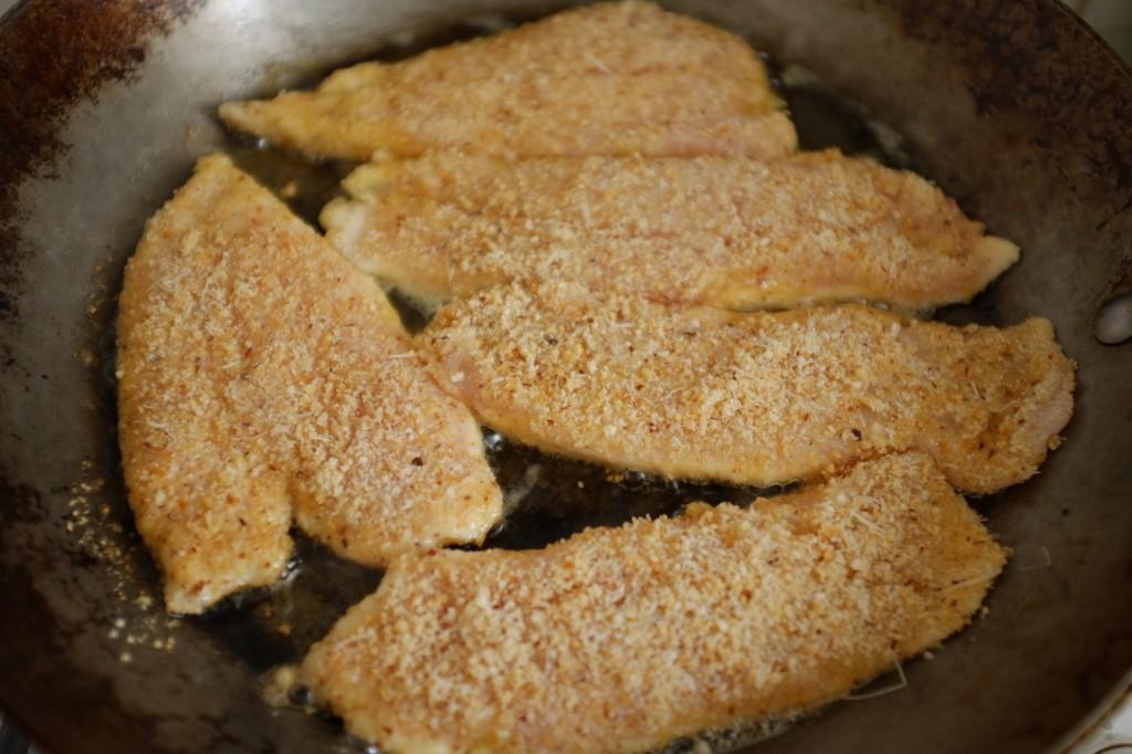 Les escalopes dans la poêle, cuisent environ 3 mn par côtés