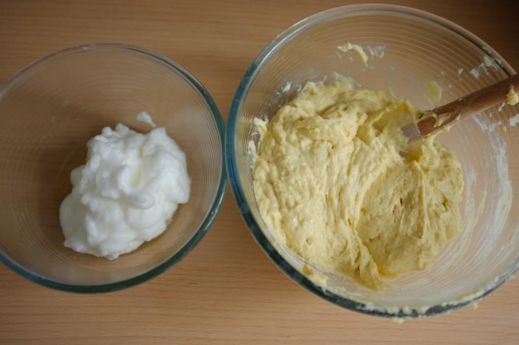 Dans un grand saladier , la pâte sans gluten va être mélangée aux oeufs en neige