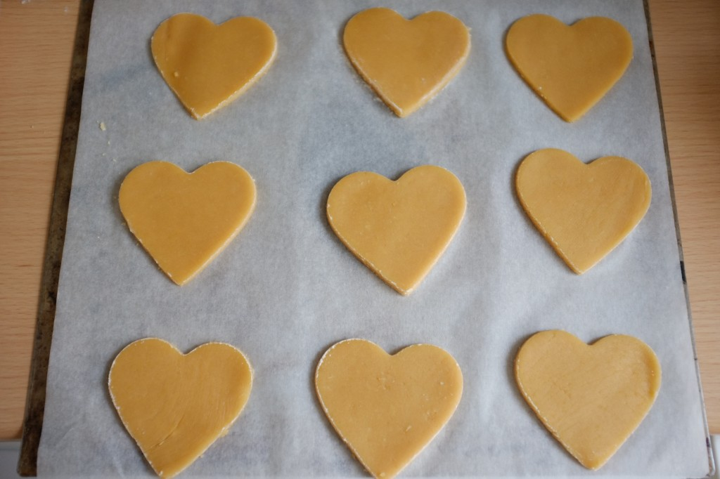 Les biscuits sans gluten à la farine de coco avant d'être enfournés