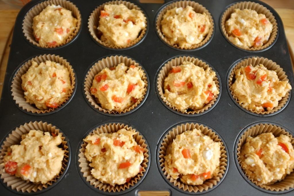 Les muffins sans gluten à la féta et poivron rouge avant d'être enfournés