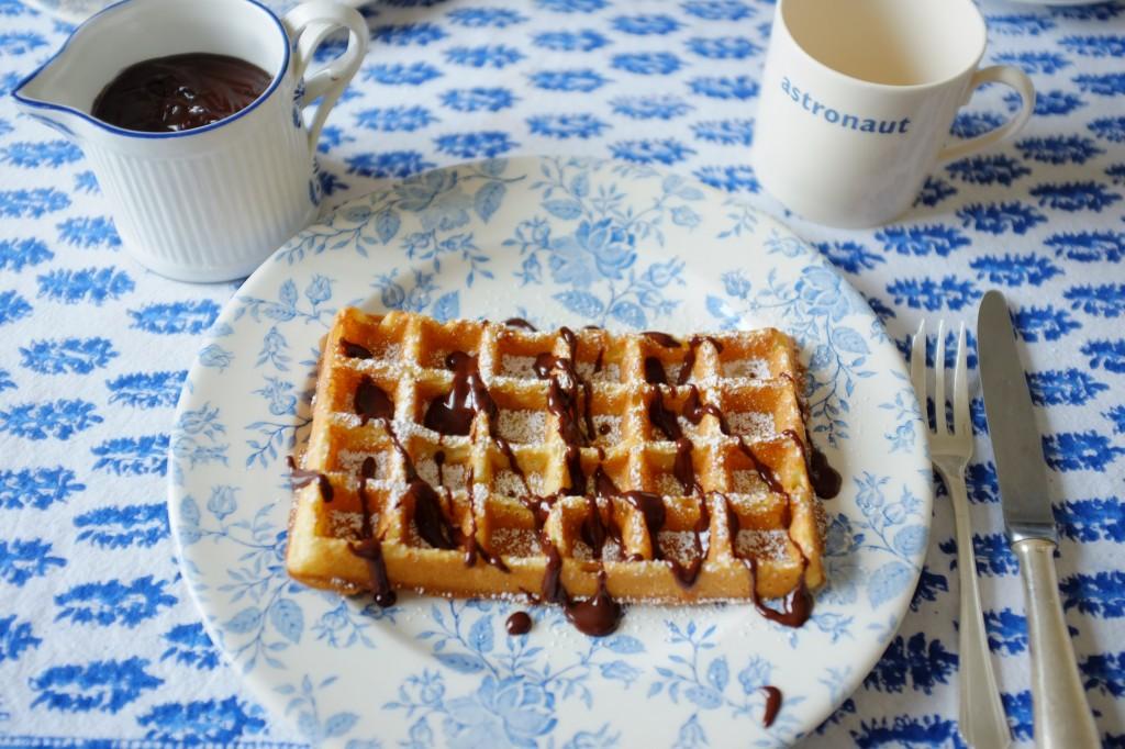 La gaufre sans gluten, pour notre petit déjeuner, accompagnée de chocolat fondu...