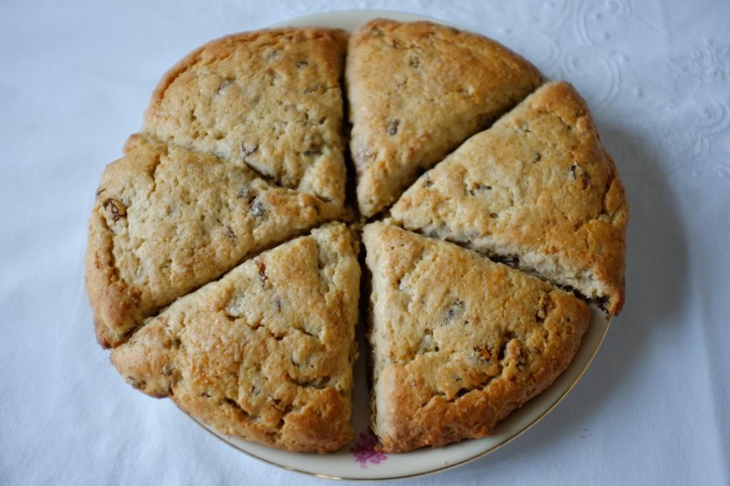 Les scones sans gluten aux raisins secs