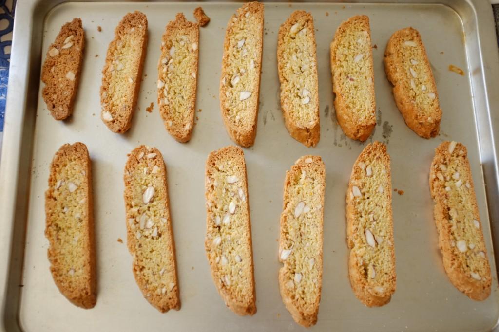 Les tranches de biscotti sans gluten sont cuitent une seconde fois au four
