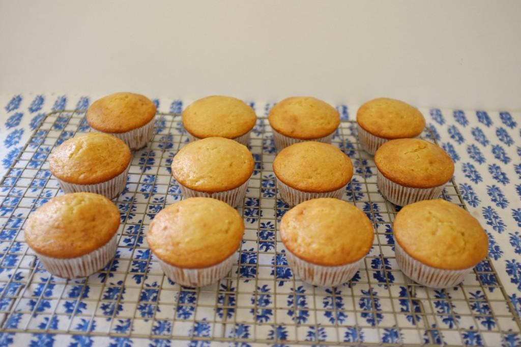 les cupcakes refroidissent ensuite sur une grille