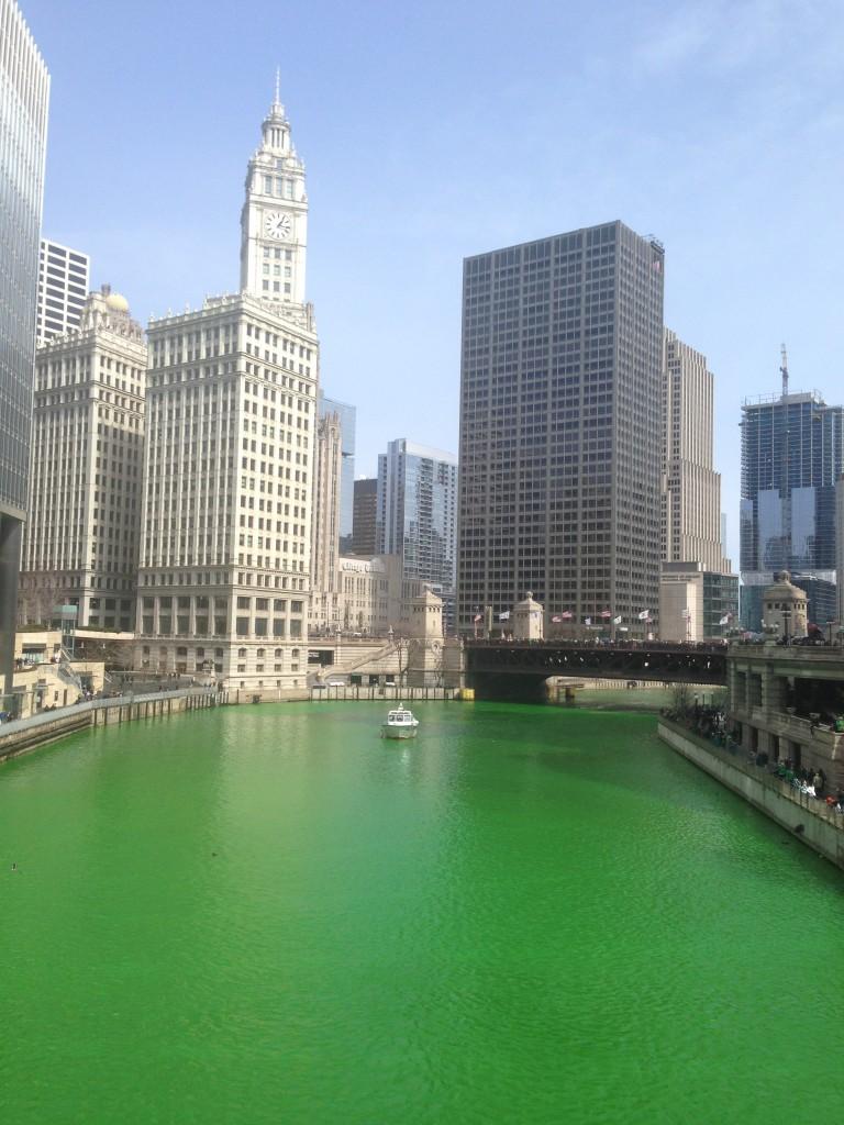 La Rivière Chicago, teinte en verte pour la St Patrick ce samedi 15 mars 2014