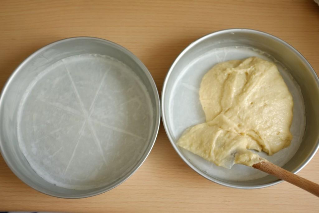 Les moules de 22cm sont beurrés et le fond est recouvert de papier cuisson beurré également