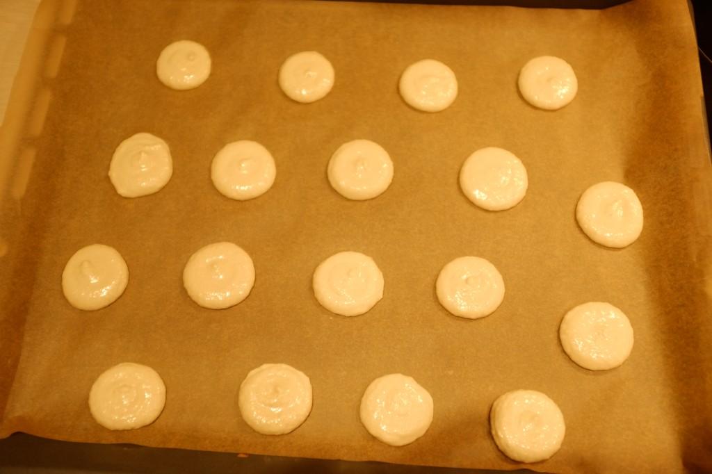 Les macarons sans gluten avant d'être enfournés