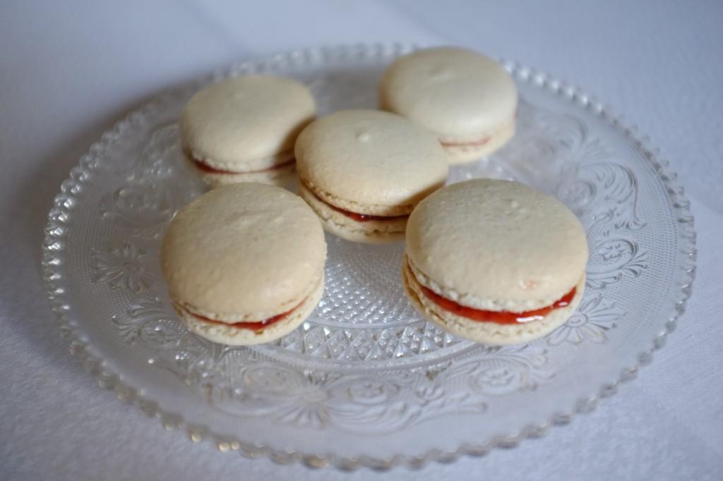 Les macarons sans gluten fourrés à la simple confiture de fraise