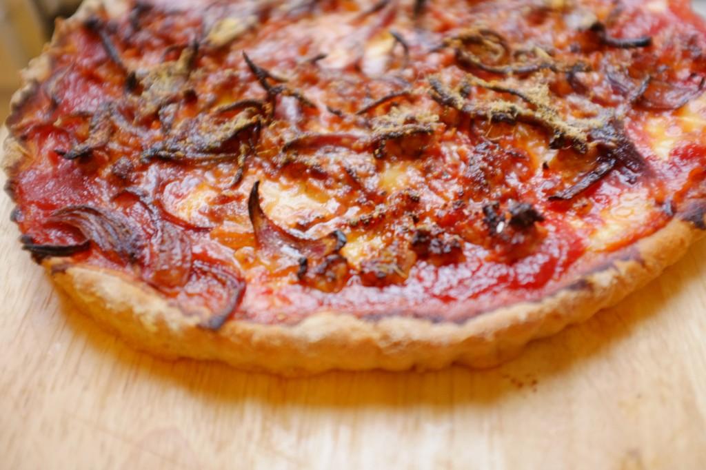 """La pizza de Chicago, ici sans gluten, a la particularité d'avoir une croute à bord épais. C'est la """"deep dish pizza"""""""