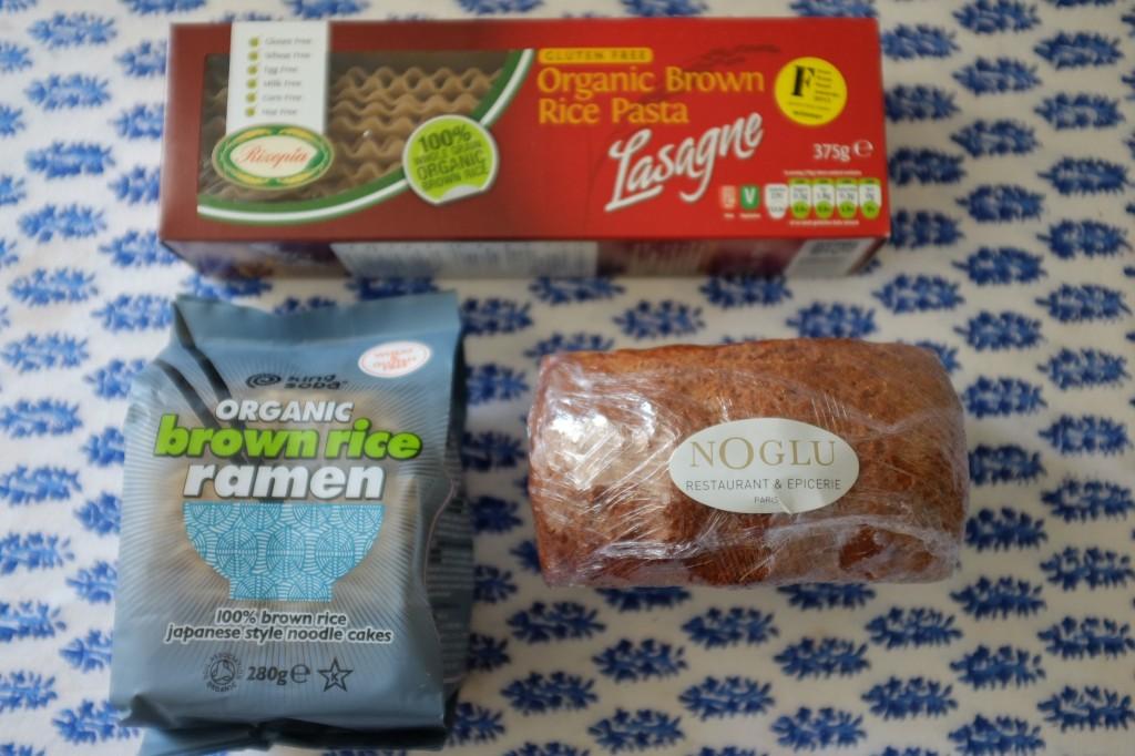ce que j'ai acheté à l'épicerie Noglu: pâte pour lasagne, pâte pour Ramen et le fameux pain de Noglu