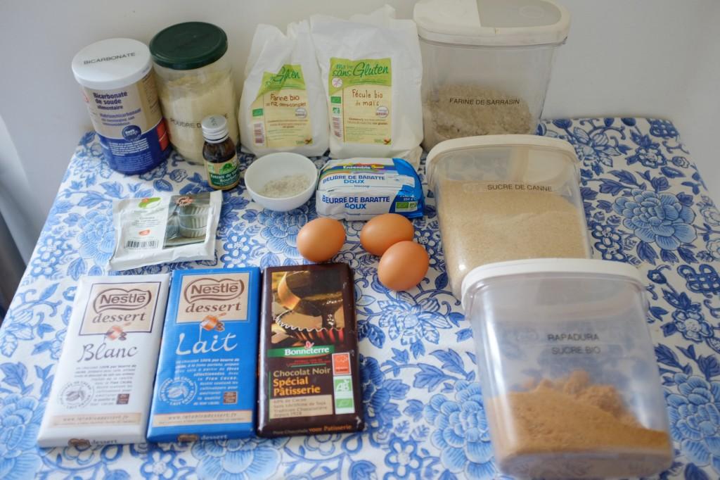 Les ingrédients sans gluten pour les cookies aux 3 chocolats: noir, blanc et au lait