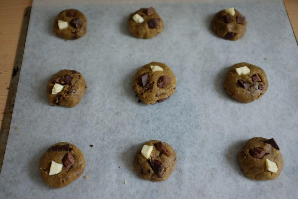 Les cookies sans gluten aux 3 chocolats avant d'être enfournés.