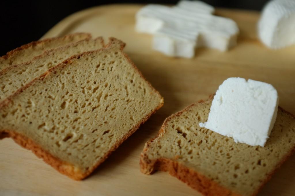 Le pain sans gluten du quotidien  pour un plateau de fromages