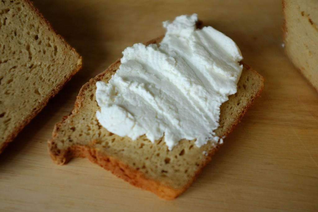 Mon pain sans gluten du quotidien est si tendre que pour le fromage, pas besoin de le toaster...