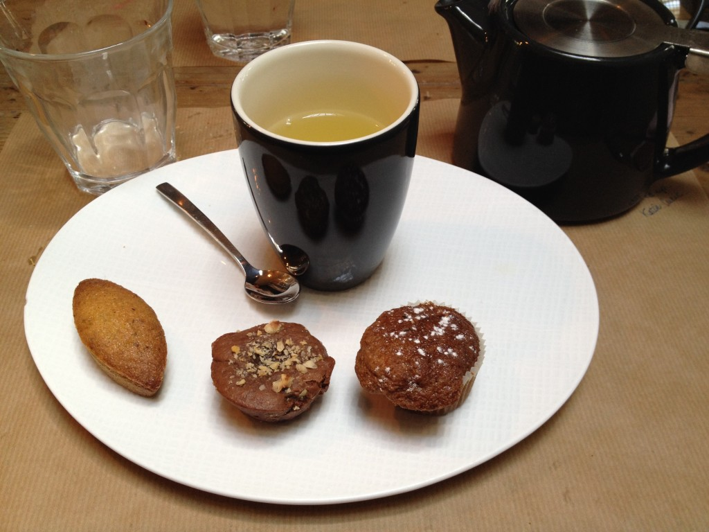 Le thé gourmand: carotte cake, brownie et finacier noisette