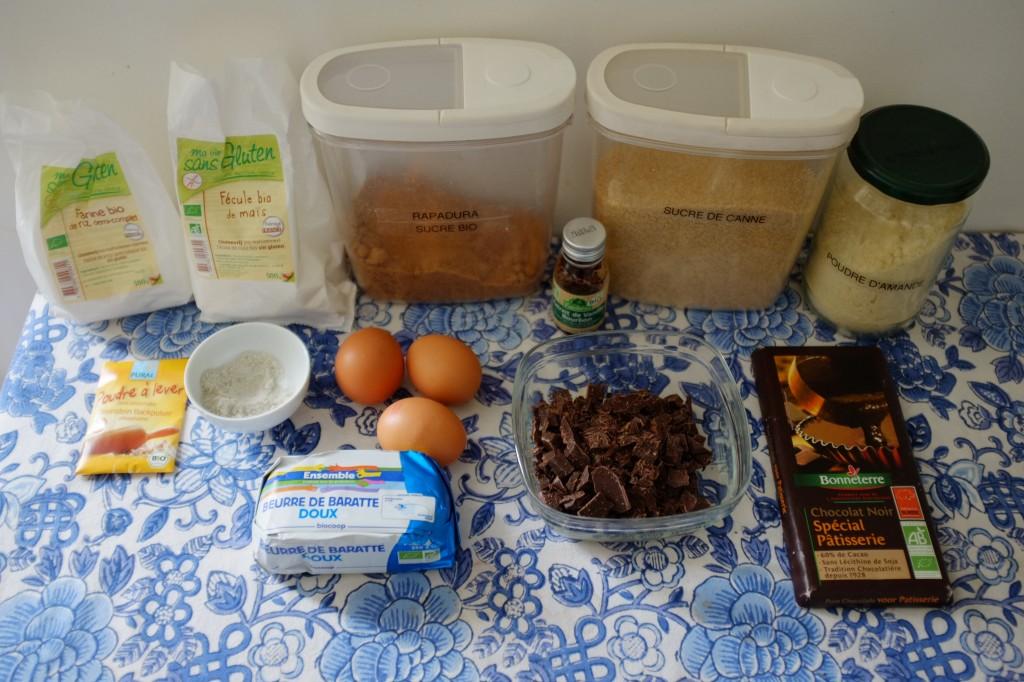Les ingrédients sans gluten pour les cookies-brownie au chocolat