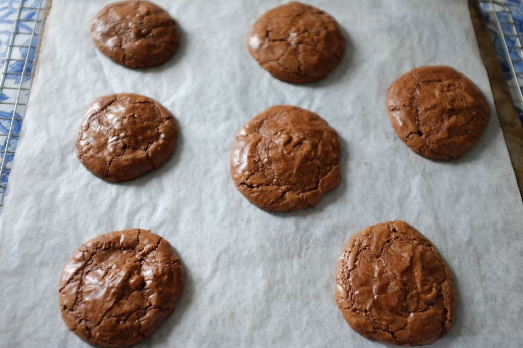 Les cookie-brownie sans gluten à la sortie du four