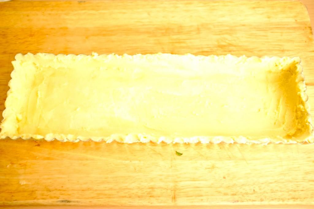 La pâte est étalée dans le moule puis mi au congélateur 10mn.